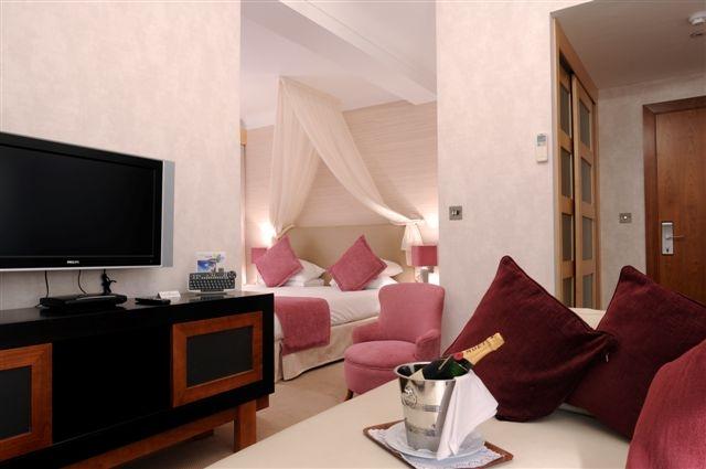 Bridal Suite at the Caleta hotel